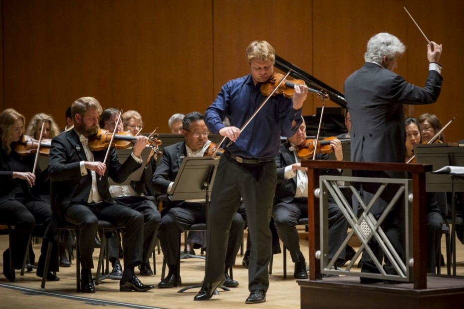Atlanta Symphony Orchestra concertmaster David Coucheron performs Saint-Saëns' Violin Concerto No. 3 with guest conductor Peter Oundjian. Photo by Dane Sponberg