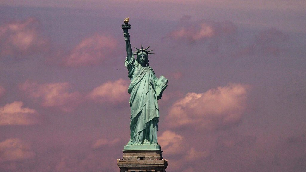 Picture of the Statue of Liberty in New York .