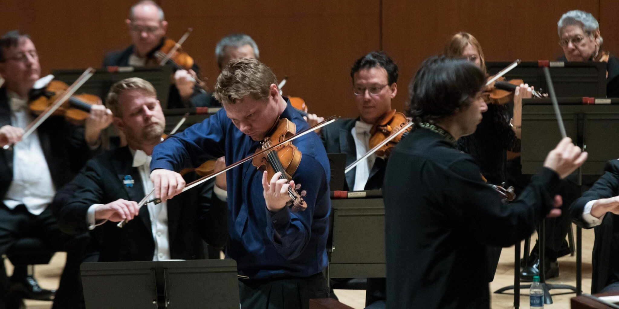 David Coucheron plays the violin, Henrik Nánási and the Atlanta Symphony Orchestra